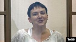 Украинская военнослужащая Надежда Савченко - в зале суда.