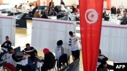Тунисте президент сайлауының алғашқы кезеңіндегі дауыстарды санау кезі. 24 қараша 2014 жыл.