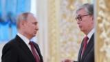 Президент России Владимир Путин и президент Казахстана Касым-Жомарт Токаев (справа).
