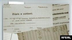 Перший чеський підручник для шкіл про злочини комунізму