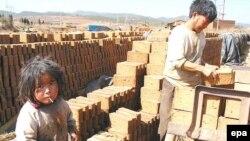 В строительном секторе Китая заняты даже несовершеннолетние
