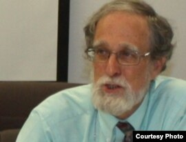 Американдық профессор Уильям Фиерман. Алматы, 2 шілде 2010 жыл. Сурет АҚШ-тың Қазақстандағы елшілігінен алынды.