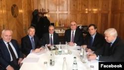 Швейцария -- Встреча министров иностранных дел Армении и Азербайджана - Зограба Мнацаканяна (в центре слева) и Эльмара Мамедъярова при посредничестве сопредседателей Минской группы ОБСЕ, Женева, 29 января 2020 г.