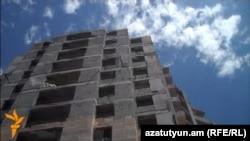 «Նորաշեն 2007» սպառողական կոոպերատիվի կառուցած կիսավարտ շենքը Գեւորգ Չաուշի 14/3 հասցեով