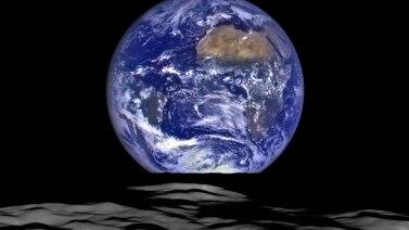 عکس ناسا تصویر زمین را از ماه نشان میدهد