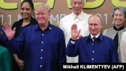 Дональд Трамп и Владимир Путин на саммите АТЭС во Вьетнаме, 10 ноября 2017 года