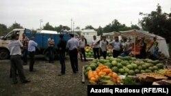 Səyyar bazarlar yığışdırılır.
