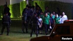 Силовики в ніч на 9 лютого за місцевим часом евакуюють частину відвідувачів торговельного центру