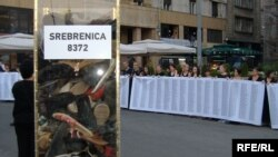 Akcija podsećanja na genocid u Srebrenici na beogradskom Trgu republike