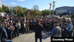 Митинг против назначения Дмитрия Трапезникова мэром Элисты