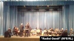 Омодагиҳо ба ҷашни Фалак дар толори Филармонияи давлатӣ
