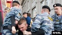 Законопроект, внесенный в Госдуму, может ужесточить ответственность сотрудников МВД за правонарушения.