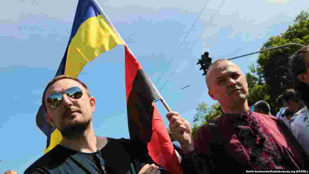 """Запрещенный в России """"Правый сектор"""" - против гей-парада, сами геи при этом - вовсе не против """"Правого сектора""""."""