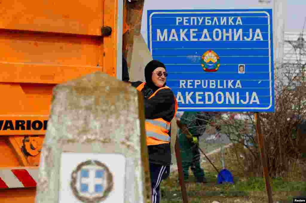 Pamja e njëjtë në Gjevgjeli me mbishkrimin e vjetër. REUTERS/Ognen Teofilovski