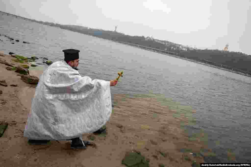 З нагоди свята українські військові капелани освятили води Дніпра для військовослужбовців