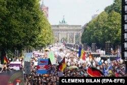 Акция протеста противников введенных правительством из-за коронавируса ограничений. Берлин, 29 августа