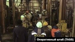 Өрт шыққаннан Соликамск шахтасына түскен құтқарушылар. Ресей, Пермь облысы, 22 желтоқсан 2018 жыл.