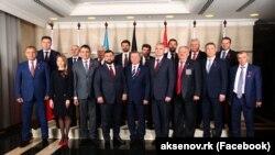 Власти Крыма на групповом фото вместе с руководителями группировок «ДНР» и «ЛНР» в Донецке, 11 мая 2019 года