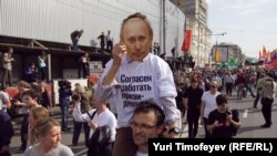 Putiniň prezidentlige kasam etmeginiň öňýany tutuş ýurt boýunça protest demonstrasiýalary geçirildi, 6-njy maý.