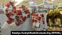 Різдвяні шалики для песиків у магазині – популярний дарунок на свято для домашніх улюленців