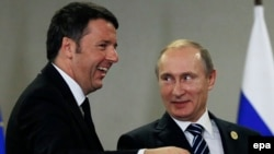 Russian President Vladimir Putin (right) meets with Italian Prime Minister Matteo Renzi during the G20 summit in Antalya, Turkey, on November 16.