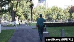 Uzbekistan - Uzbek policeman in Tashkent city center, 23Aug2012