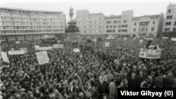 Demonstrație la Sofia, după colapsarea regimului comunist în Bulgaria, 17 decembrie 1989