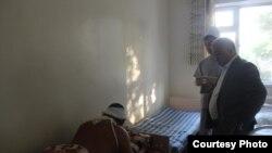 Баткен облусунун жетекчилиги ооруканада жаткандардын абалы менен таанышты.