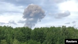 Облако дыма над Дзержинском, где на оборонном предприятии 1 июня прогремели взрывы.