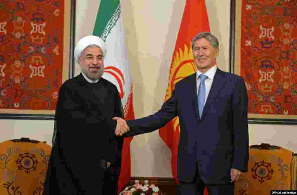 """Во время встречи с президентом КР лидер Ирана Роухани заявил, что """"есть хорошие возможности укрепления отношений между Кыргызстаном и Ираном"""". Также он добавил, что ИРИ одной из первых признала независимость Кыргызстана"""