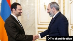 Armenia - Prime Minister Nikol Pashinian (R) meets with Iranian Ambassador Seyed Kazem Sajjad in Yerevan, 8 June 2018.