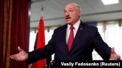 Александр Лукашенко выступает перед журналистами 17 ноября 2019