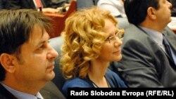 Ռադմիլա Շեկերինսկան (կենտրոնում) Մակեդոնիայի խորհրդարանի նիստի ժամանակ, Սկոպյե, հունիս, 2011թ.