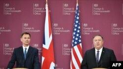 جرمی هنت وزیر خارجه بریتانیا در کنار مایک پومپیو