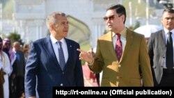 Президент Туркменистана Гурбангулы Бердымухамедов (справа) и президент Республики Татарстан Рустам Минниханов (слева), Ашхабад, 27 апреля 2019