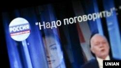 7 липня російський телеведучийДмитро Кисельов заявив, що канал «Россия 24», на якому він працює, 12 липня проведе спільний телеміст із українським каналом з орбіти проросійського політика Віктора Медведчука NewsOne, але пізніше ефірбуло скасовано