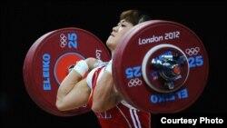Казахстанская тяжелоатлетка Майя Манеза.