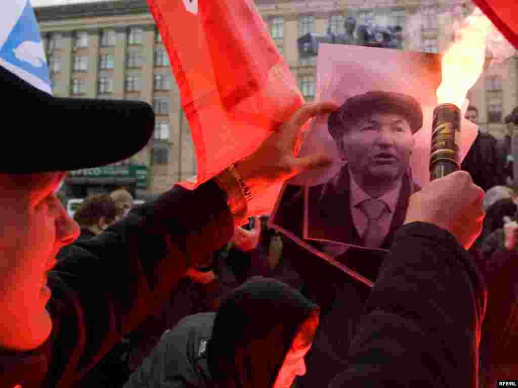 """...мэра Москвы Юрия Лужкова. Его отставка была одним из основных требований всех """"Дней Гнева"""", 25 октября 2008"""