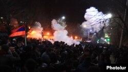 Հայաստան - Ցուցարարների և իրավապահների միջև բախումները Գյումրիում Ռուսաստանի հյուպատոսարանի մերձակայքում, 15-ը հունվարի, 2015թ․