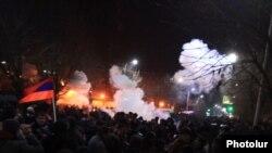 Բախում ոստիկանների և ցուցարարների միջև Գյումրում, 15-ը հունվարի, 2015թ․