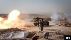 Peshmerga fighters fire toward Islamic State positions during heavy clashes in Duz-Khurmatu on August 31.