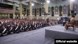 دیدار رهبر جمهوری اسلامی با جمعی از کارگران در آستانه روز کارگر