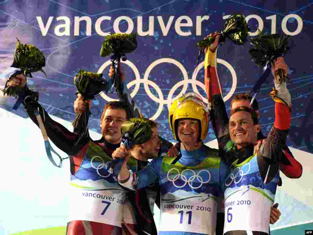 لوژ سواران در پاتیناژ نمایشی - CANADA, Whistler : Gold medal winners Austria's Andreas (3rd L) and Wolfgang Linger (C obscured), silver medalists Latvia's Andris (L) and Juris Sics (2nd L) and bronze medalists Germany's Patric Leitner (obscured R) and Alexander Resch (R) react on the podium after competing in the men's Luge doubles at the Whistler Sliding Centre during the Vancouver Winter Olympics on February 17, 2010. Austria's Andreas Linger and his younger brother Wolfgang retained their Olympic luge doubles title.