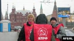 На этапе регистрации возникли проблемы у партий, претендующих на оппозиционность - КПРФ, «Яблока» и СПС