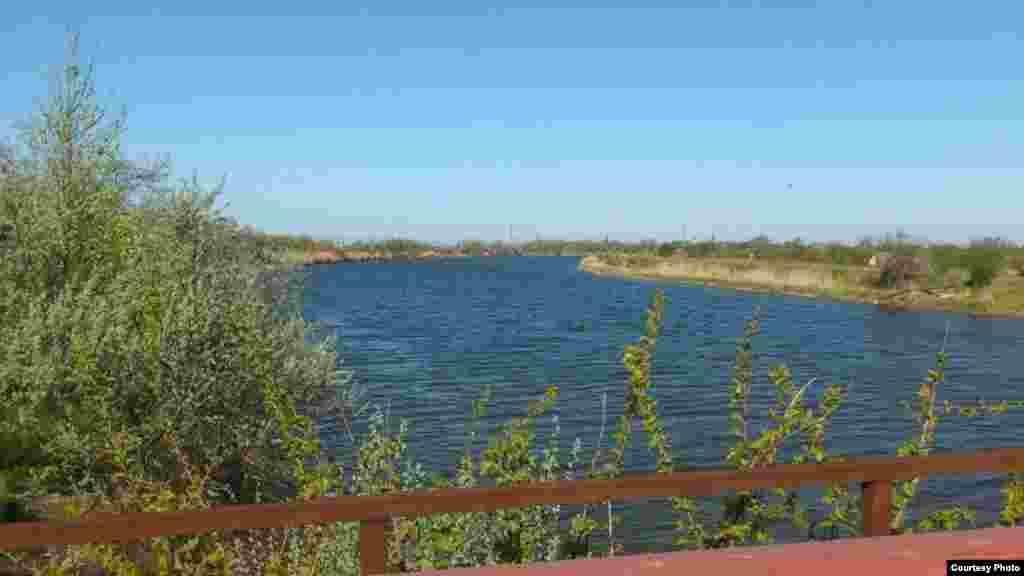 Şimaliy-Qırım kanalınıñ Herson vilâyeti ve Qırımnı suvnen temin etilüvi boyunca işi devam ete. Bundan evel, işğal etilgen Qırımğa Şimaliy-Qırım kanalı vastasınen Dnepr suvınıñ berilmesi toqtalğanı aqqında malümat peyda olğan edi. Aprel 27 künü, 2014 senesi