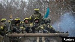 Українські військовослужбовці у Дебальцеві. 10 лютого 2015 року. Ілюстраційне фото