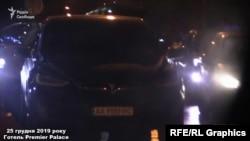 «Схеми» помічають біля готелю в центрі Києва авто Богдан