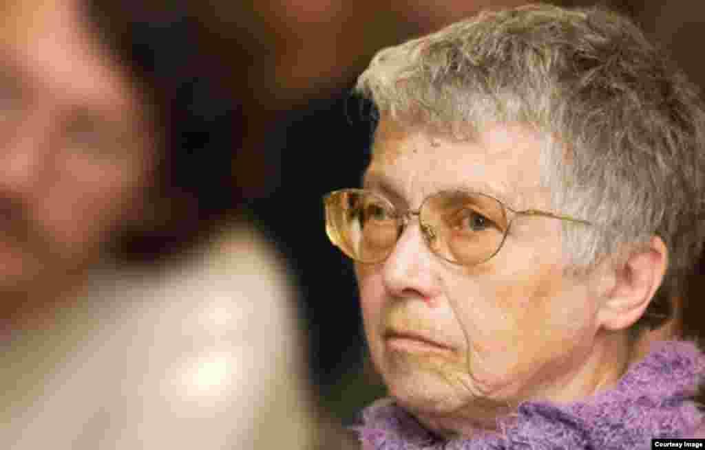 29 ноября в Париже на 78-м году жизни умерла Наталья Горбаневская – поэт, переводчик, правозащитница, участница диссидентского движения в СССР. Горбаневская была инициатором и издателем первого выпуска самиздатовского бюллетеня «Хроника текущих событий». 25 августа 1968 года она вышла на демонстрацию против введения советских войск в Чехословакию. Позже Горбаневскую арестовали и упрятали в психиатрическую клинику. После освобождения в 1975 году Горбаневская эмигрировала. Живя в Париже, она занималась правозащитной деятельностью, работала внештатным сотрудником Радио Свобода, публиковалась в западных русскоязычных изданиях.
