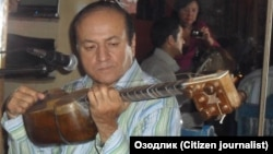 Ортиқ Отажонов 2009 йил 25 октябрь куни Прагадаги мухлислари билан учрашиб¸ қўшиқ куйлаган эди.
