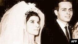 عکسی از مراسم اشرف مروان با مونا عبدالناصر، دختر جمال عبدالناصر رییس جمهوری فقید مصر